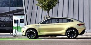 auto elettrica ricarica batterie