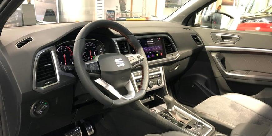 SEAT Ateca interni - dettaglio volante