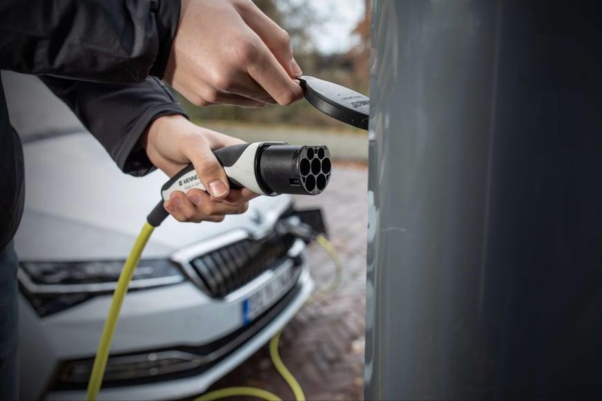 batterie auto elettrica - ricarica